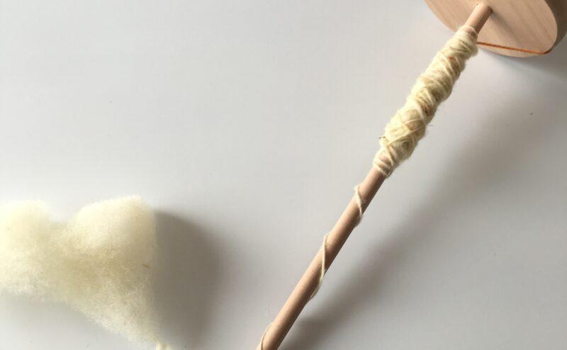 自分で紡ぐ、北海道産羊毛の糸作り